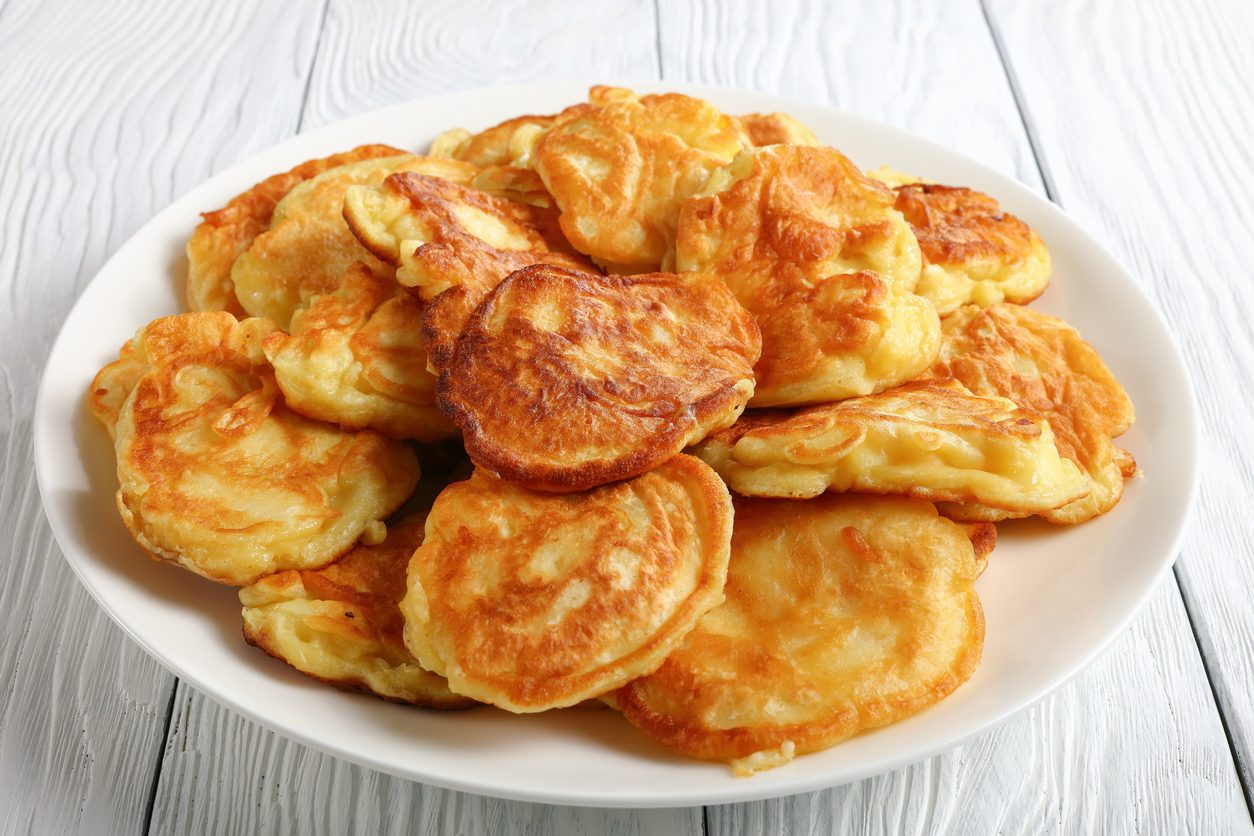 Frittelle di ceci dolci: la ricetta della panelle siciliane ricoperte di zucchero