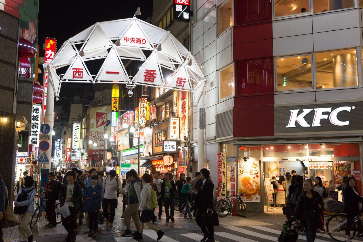 """Il pranzo di Natale """"atipico"""" del Giappone moderno: il pollo fritto di KFC"""