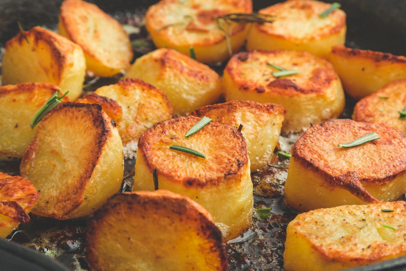 Patate fondenti: la ricetta del contorno inglese