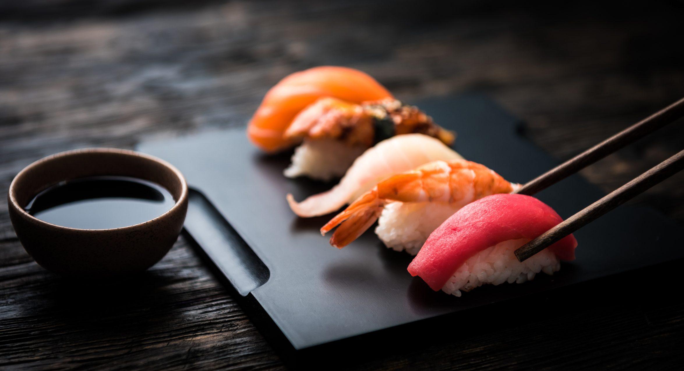 Galateo del sushi: le regole per fare bella figura al ristorante