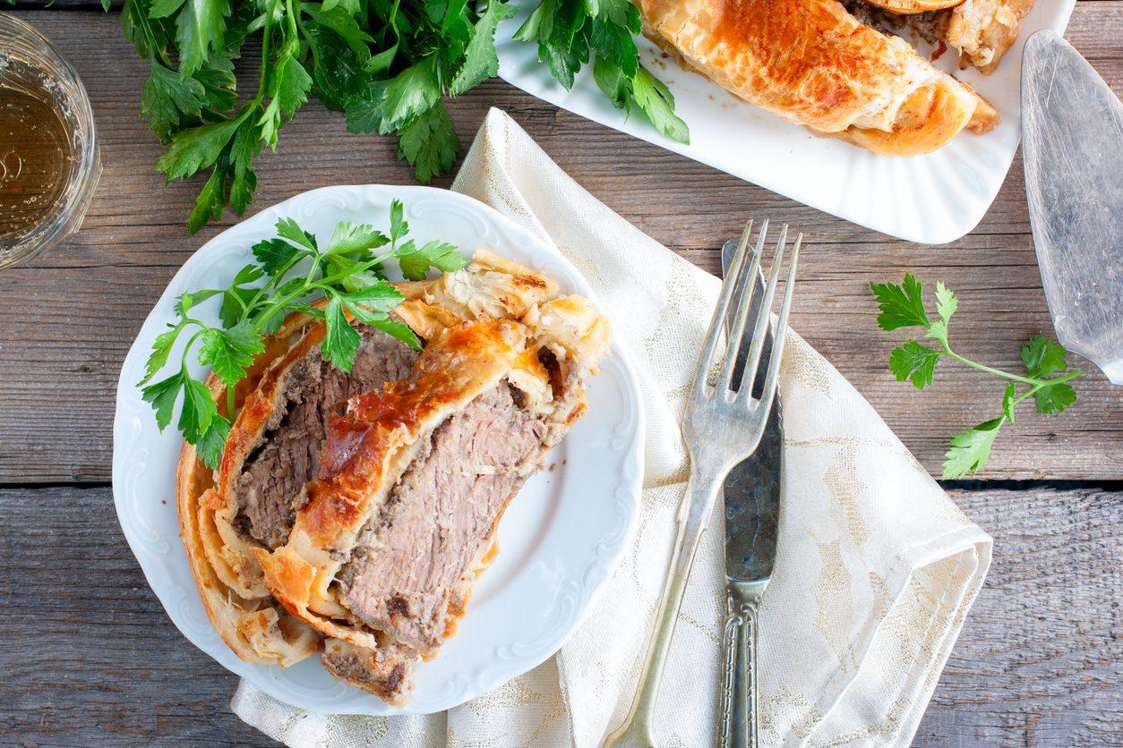 Arrosto di maiale in crosta di pane: la ricetta del secondo piatto succulento con pancetta