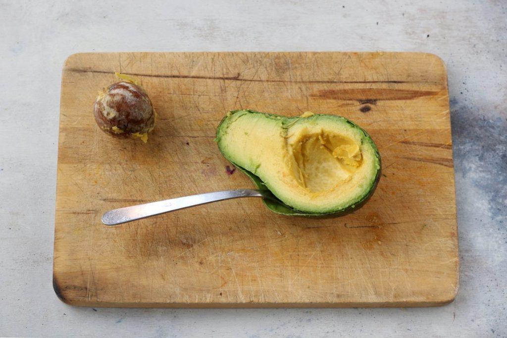 come sbucciare l'avocado