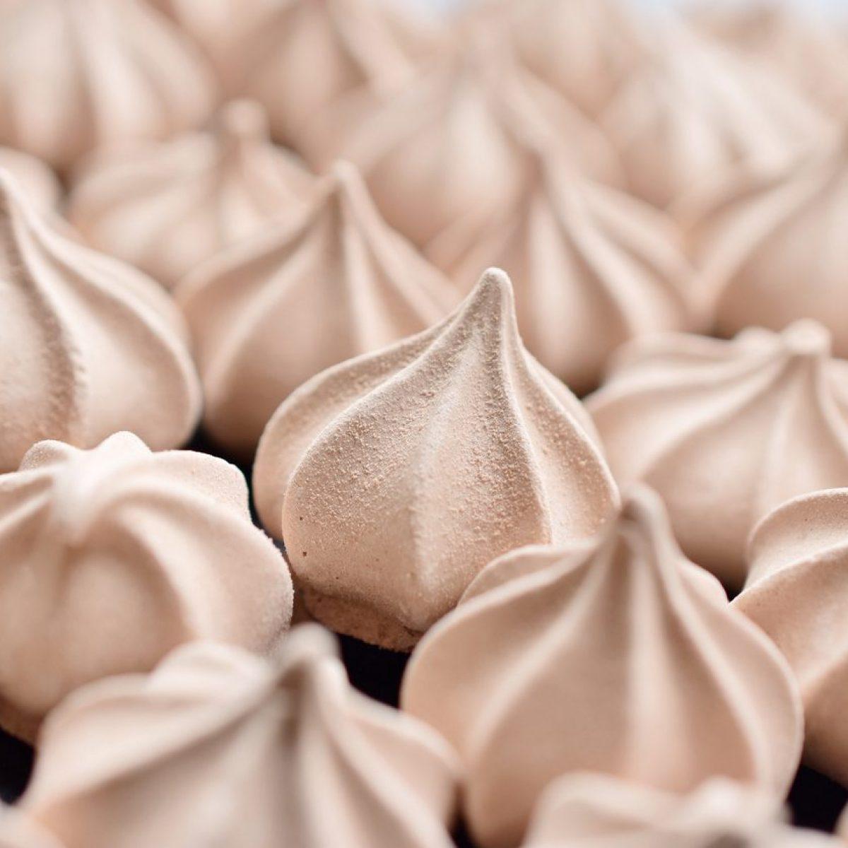 Ricetta Meringhe Poco Zucchero.Baci Di Meringa La Ricetta Dei Dolcetti Facili E Deliziosi