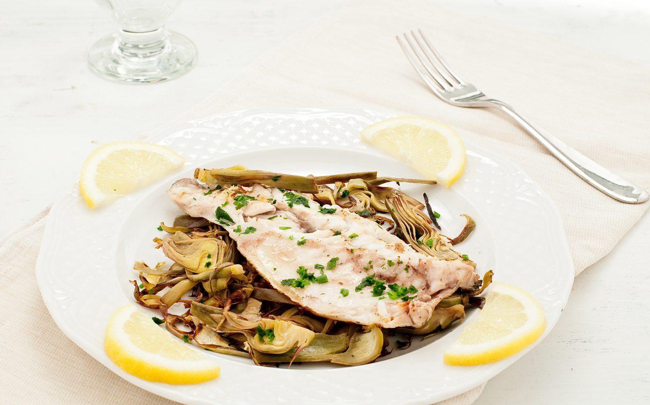 Filetti di merluzzo ai carciofi: la ricetta del secondo piatto leggero e gustoso