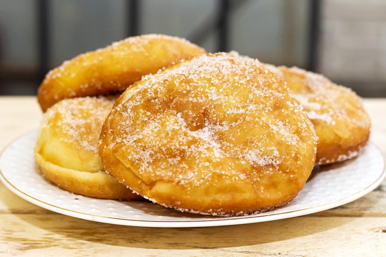 Frittelle del luna park: la ricetta dei dolci fritti e zuccherati da gustare caldi