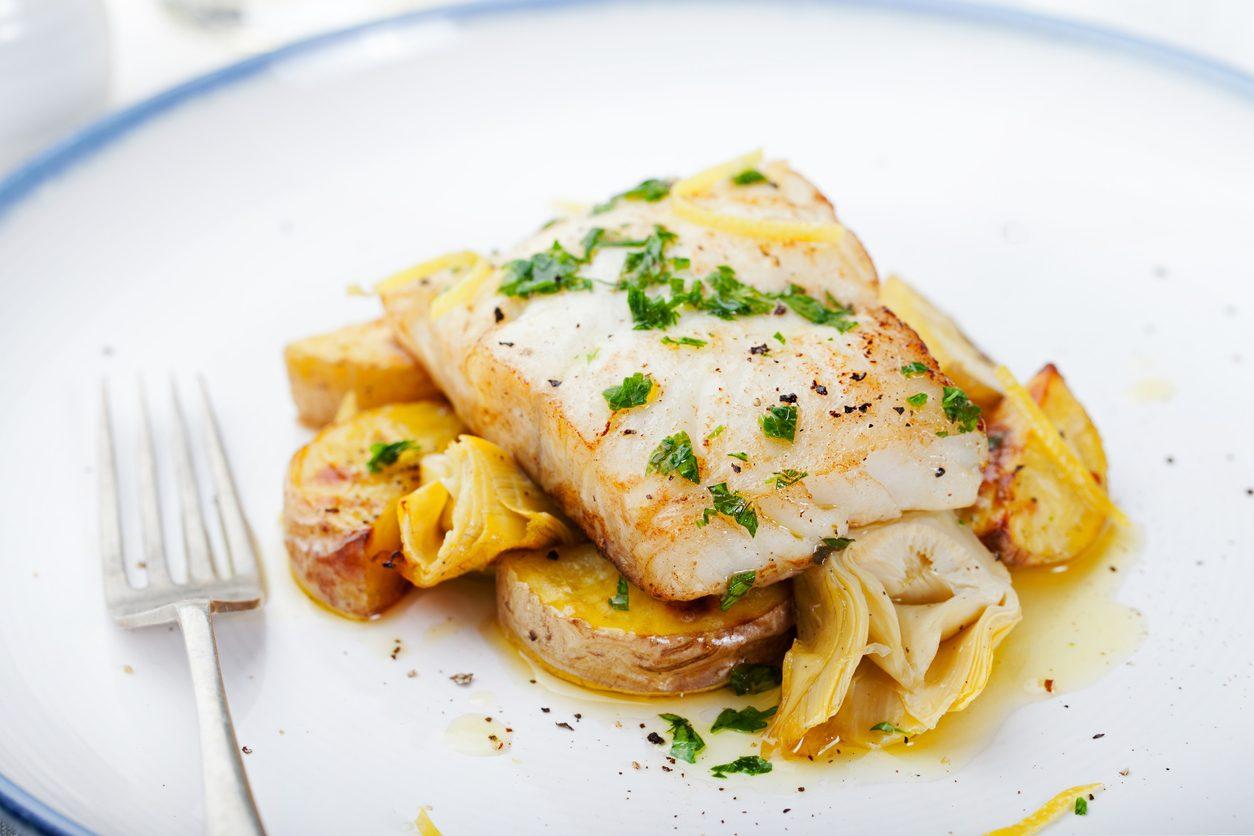 Merluzzo con patate e carciofi: la ricetta del secondo piatto facile e appetitoso
