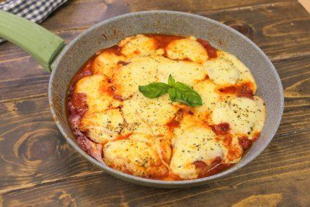 Patate alla pizzaiola: la ricetta del contorno gustoso e filante