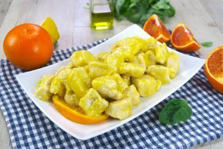 Pollo al curry e arancia: la ricetta del secondo piatto saporito e profumato