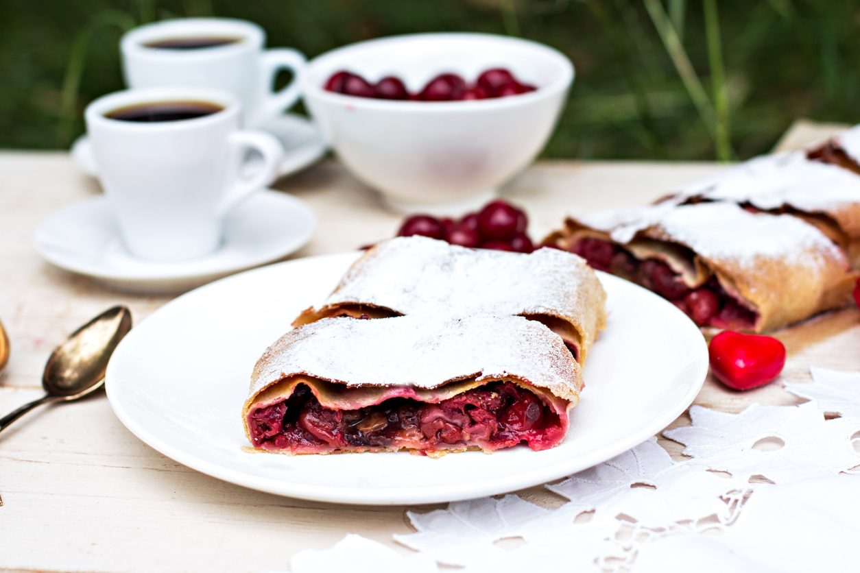Strudel ai frutti di bosco: la ricetta del dessert sfizioso e irresistibile