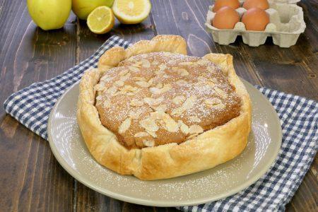 Torta con mele e guscio di pasta sfoglia: la ricetta del dolce con il ripieno morbido