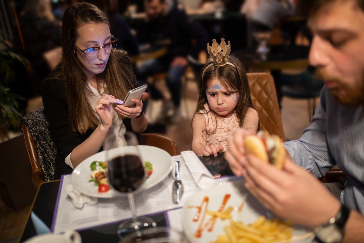 """""""Lasciate i bambini a casa"""": a Sondrio una pizzeria """"vieta"""" l'ingresso ai più piccoli"""