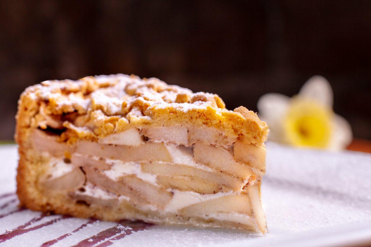 Charlotte alle mele: la ricetta del dolce farcito al profumo di cannella