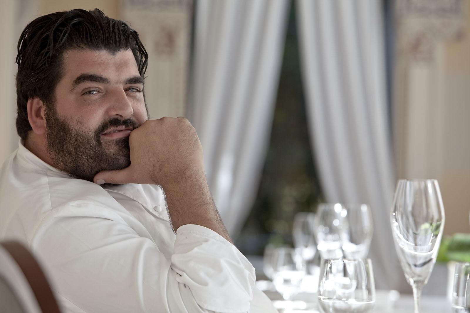 Il concorso dello chef Cannavacciuolo per aiutare i bimbi disabili: ecco i regali in palio