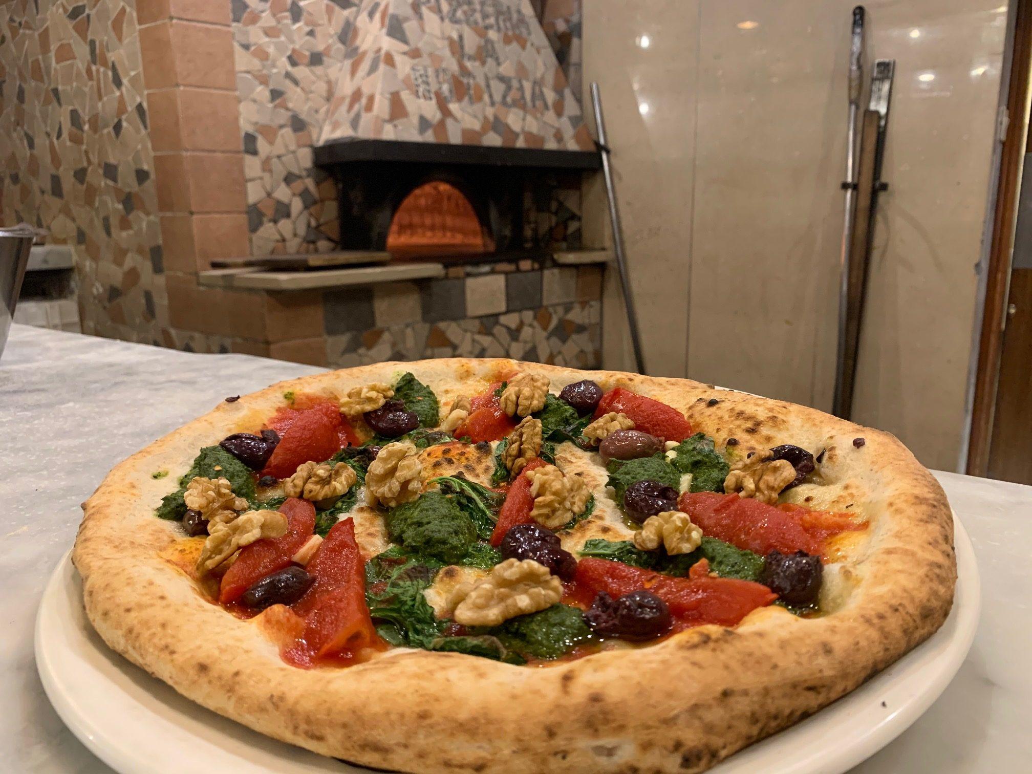 """Enzo Coccia inserisce in menù la Pizza """"anti-tumore"""": per ogni pizza 1 euro alla Fondazione Pascale"""