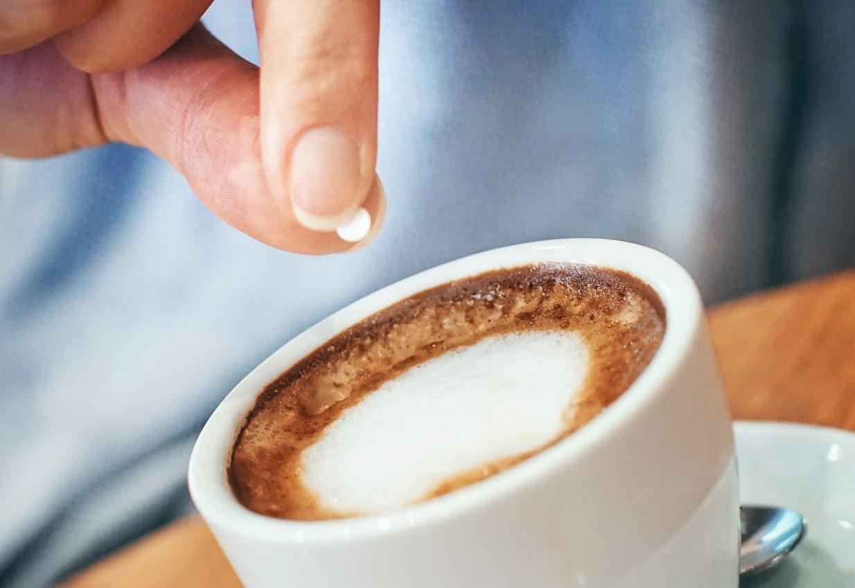 Dolcificanti a zero calorie al posto dello zucchero: chi li usa rischia di ingrassare