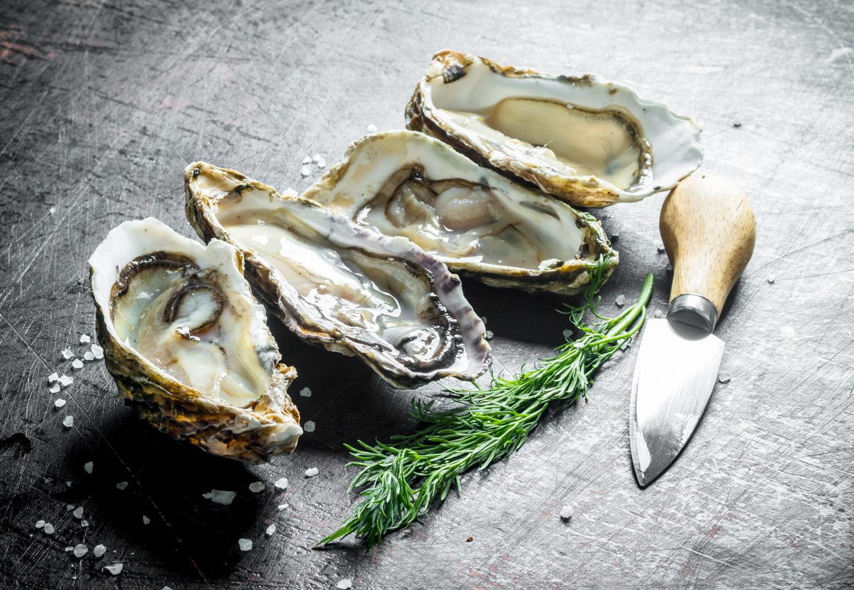 Corrado Tenace ci insegna a degustare le ostriche come fossero vino