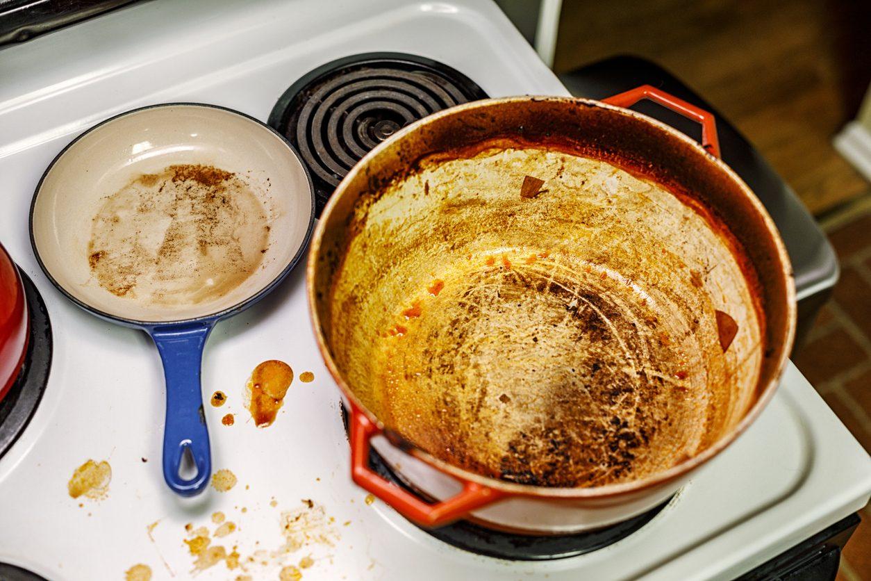 Errori in cucina: 12 cose che non dovresti mai fare ai fornelli