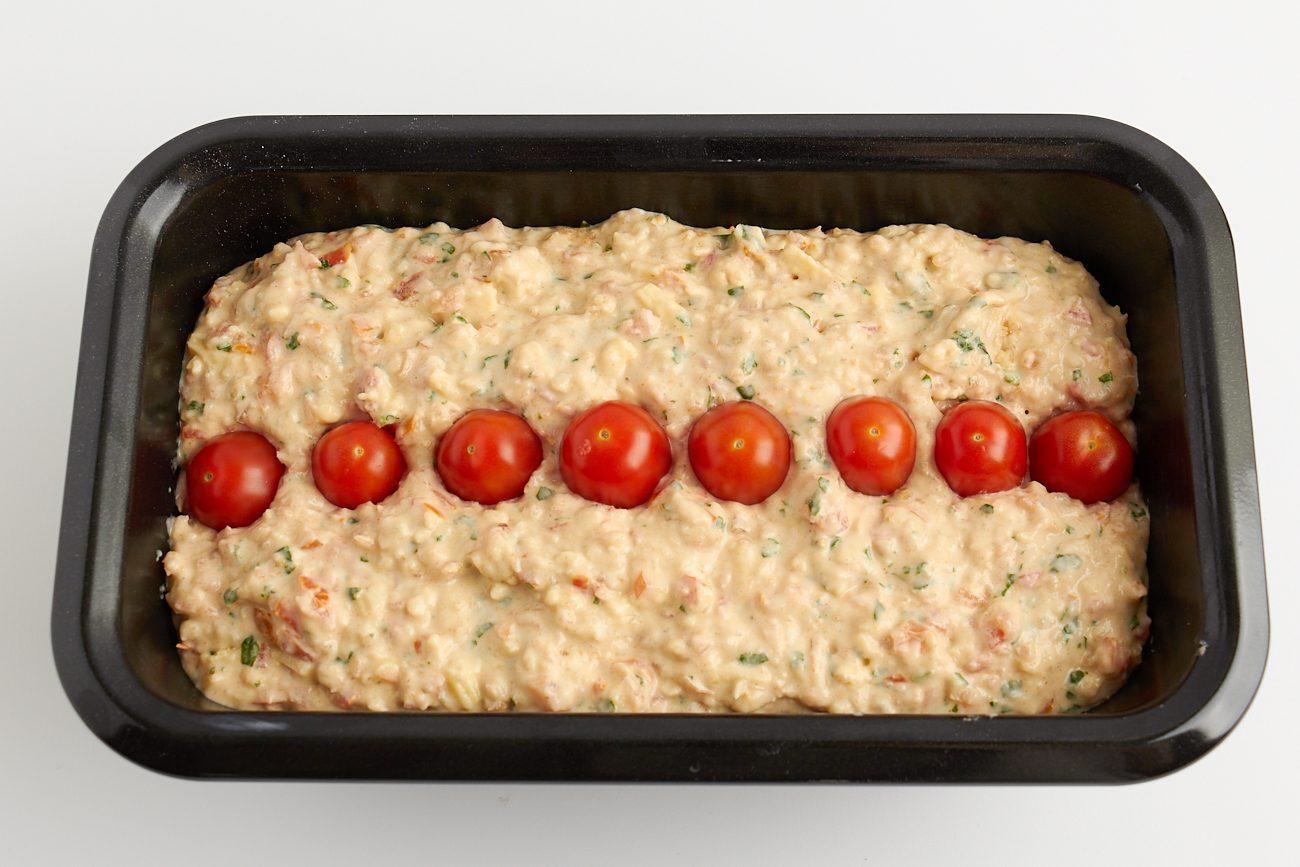 Pane farcito con erbe e pomodorini