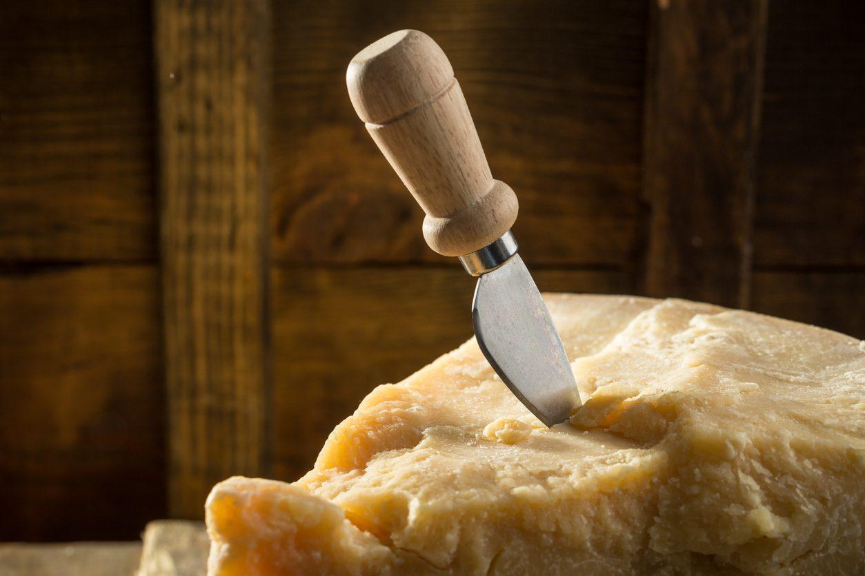 Finto Made in Italy: giro d'affari del Parmesan è il doppio del Parmigiano Reggiano