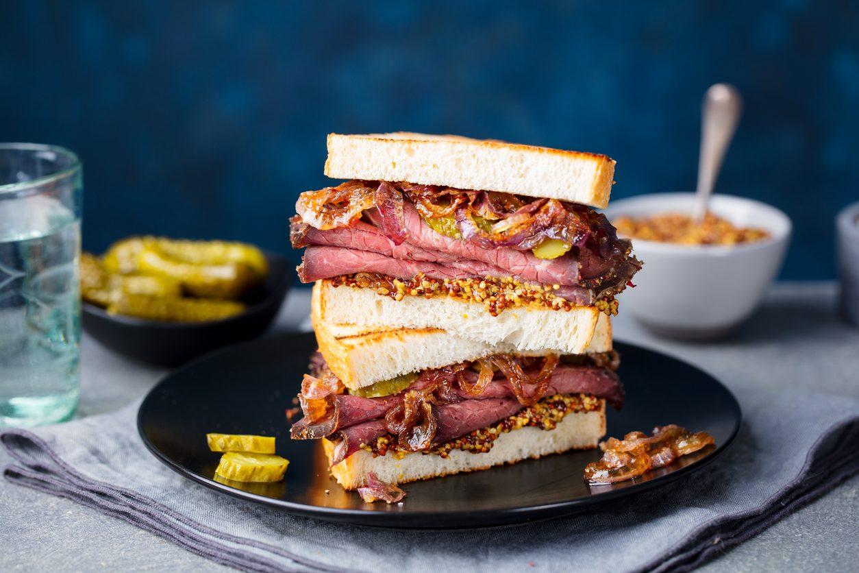 Roast beef sandwich: la ricetta del goloso panino americano con arrosto di manzo