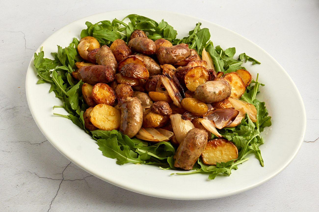 Salsicce e patate novelle al forno: la ricetta del secondo facile e super goloso