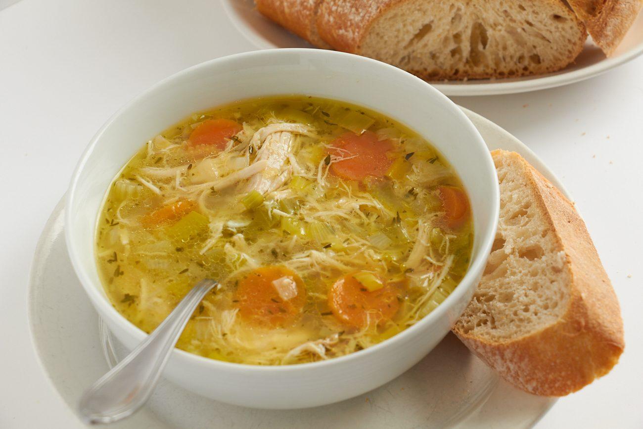Zuppa di pollo e verdure: la ricetta succulenta e nutriente per le serate invernali