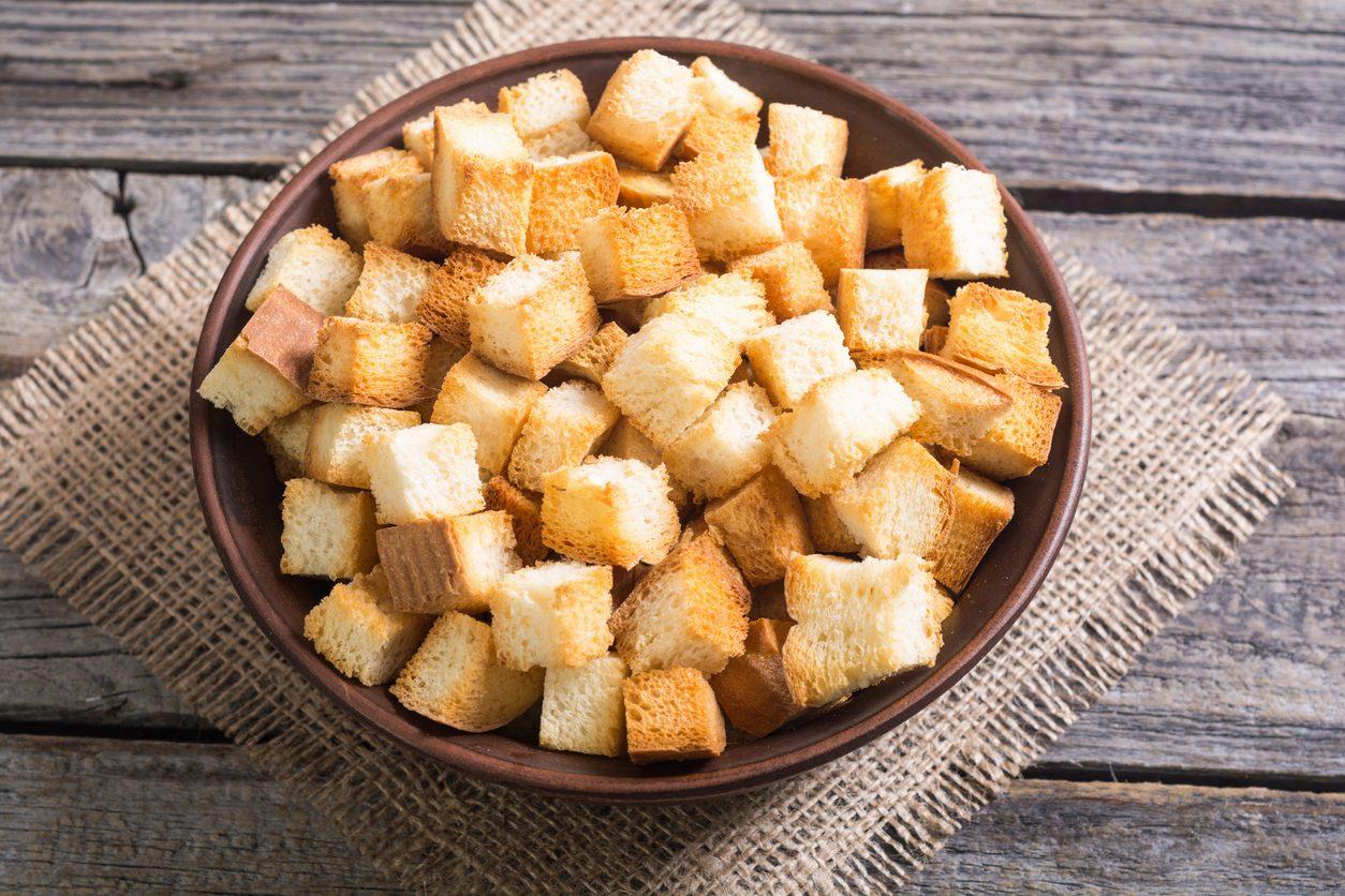 Crostini di pane: come prepararli al forno o in padella