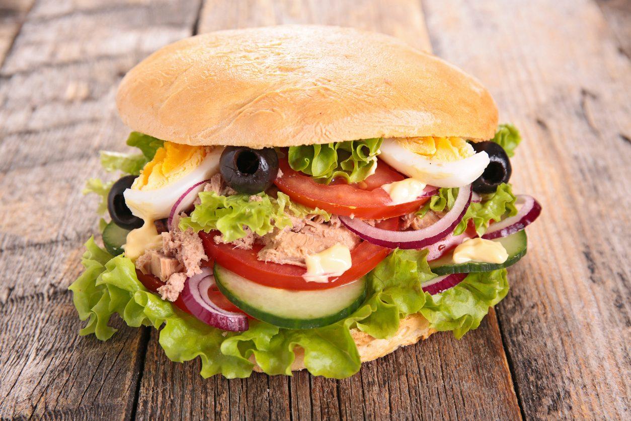 Pan bagnat: la ricetta del panino francese farcito tipico della cucina nizzarda