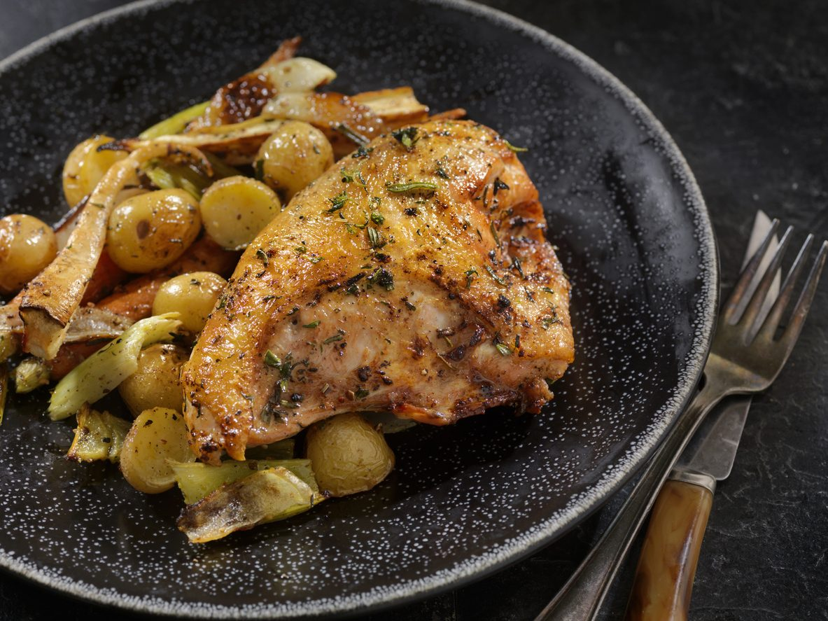 Pollo alle erbe: la ricetta del secondo piatto semplice e aromatico