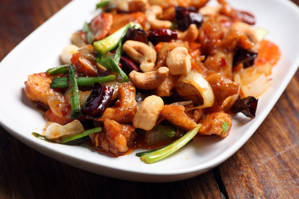 Pollo con anacardi: la ricetta del piatto tipico della cucina orientale
