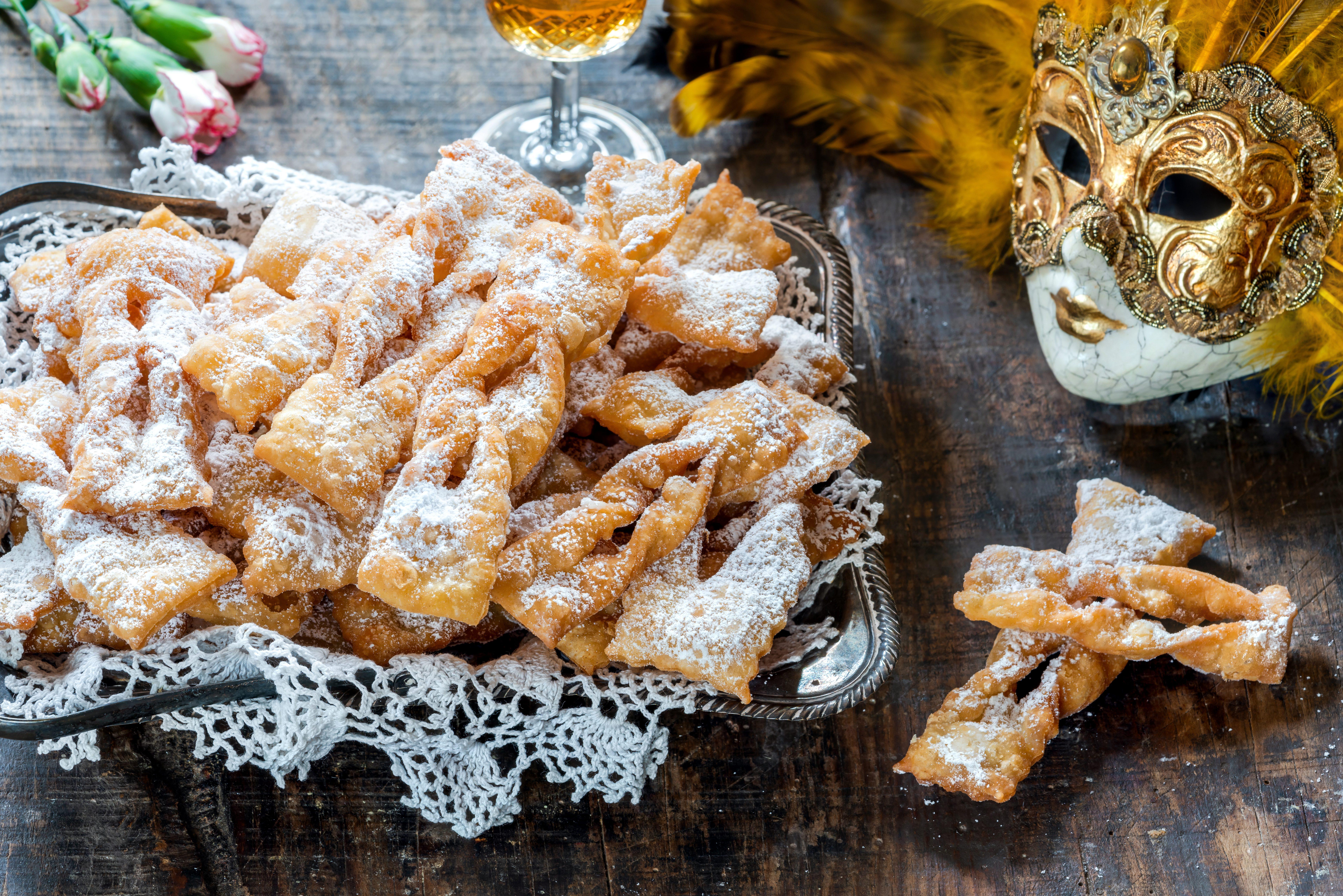 Chiacchiere, frappe, bugie e perfino lattughe: i nomi del dolce di Carnevale dal gusto unico