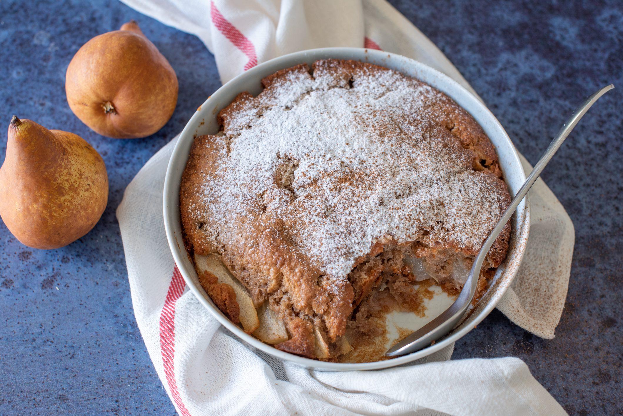 Cobbler di pere alla cannella: la ricetta del dolce anglosassone burroso e invitante