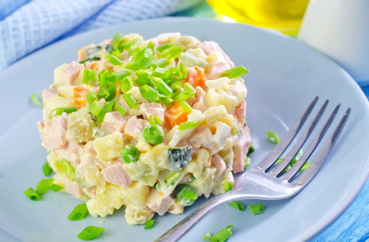 Tutte le versioni di insalata russa: un piatto intramontabile tra tradizione e innovazione