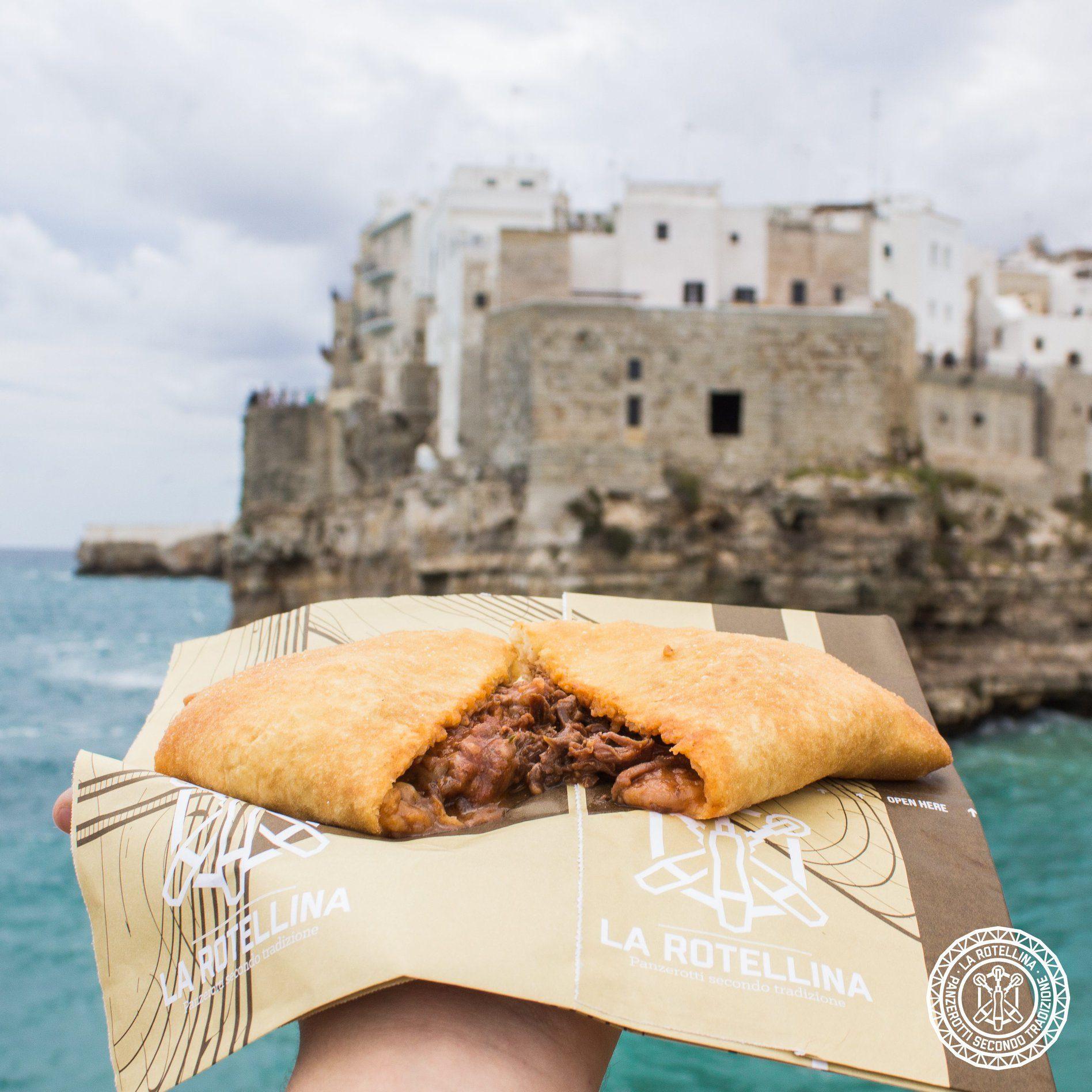 Il panzerotto al ragù di brasciola: lo street food pugliese che nasce da due piatti tipici