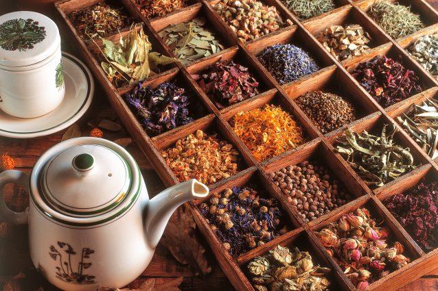 tisane digestive, rimedi naturali per digerire