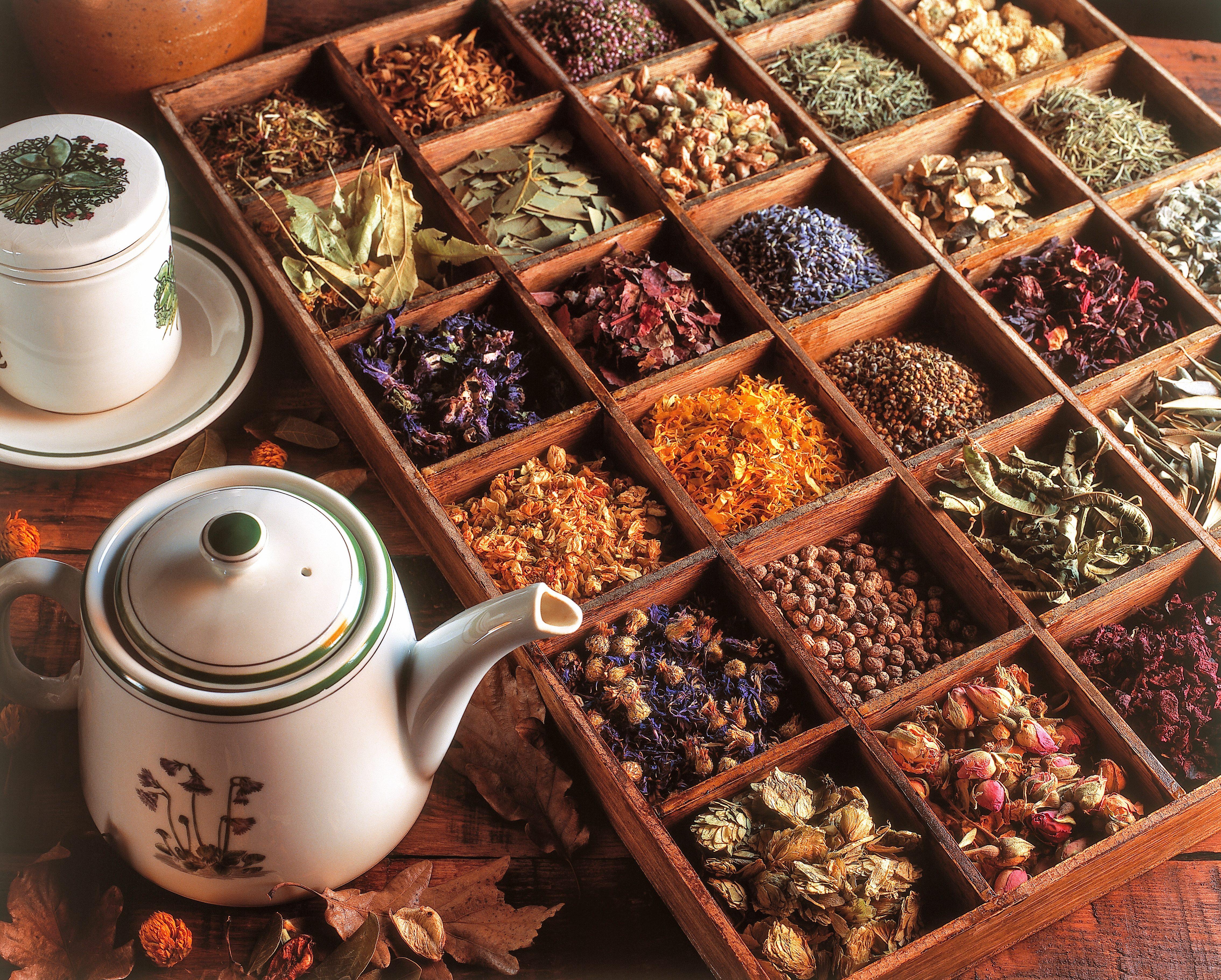 Tisane digestive: 9 tisane che ti aiutano a smaltire meglio pranzi e cene