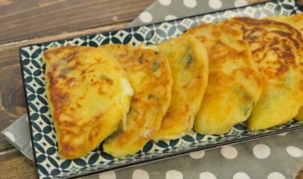 Calzoni di patate filanti: la ricetta dell'antipasto veloce in padella o al forno