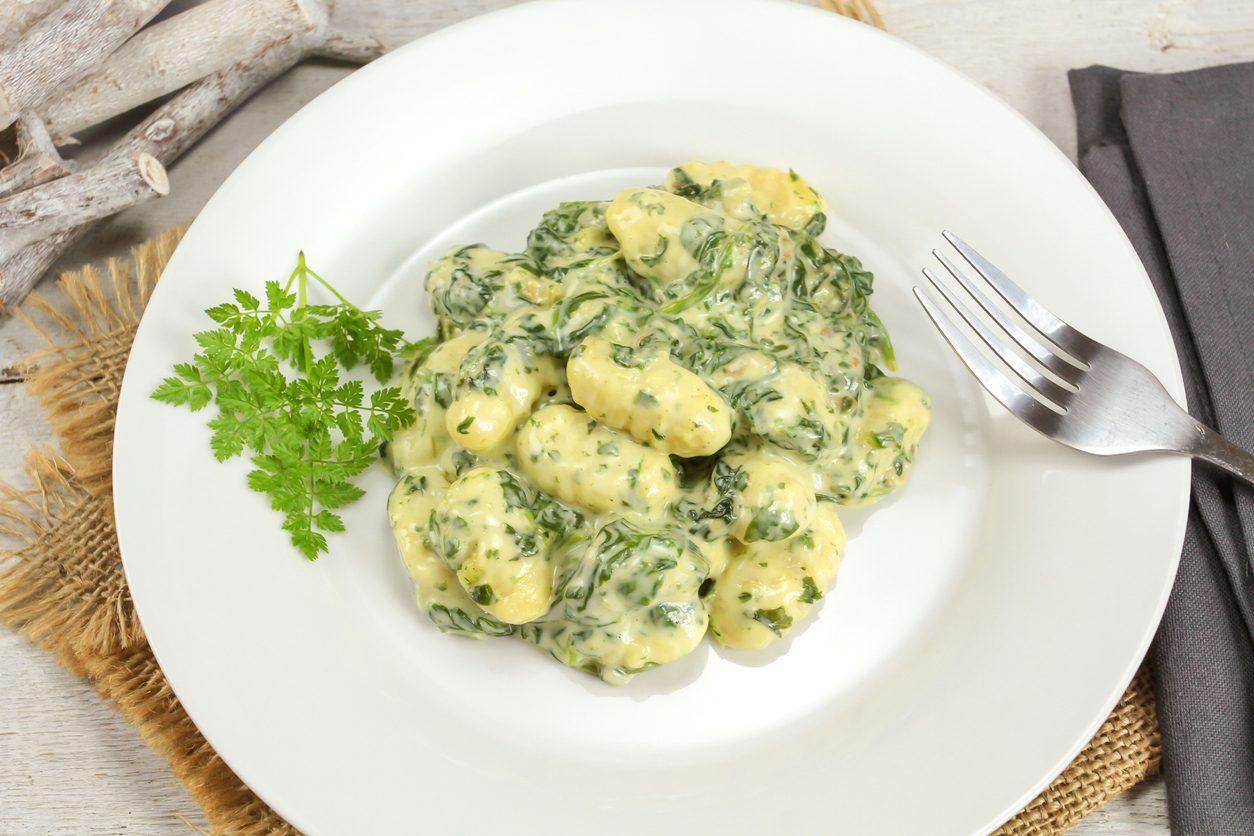 Gnocchi con spinaci e formaggio: la ricetta del primo piatto semplice e cremoso