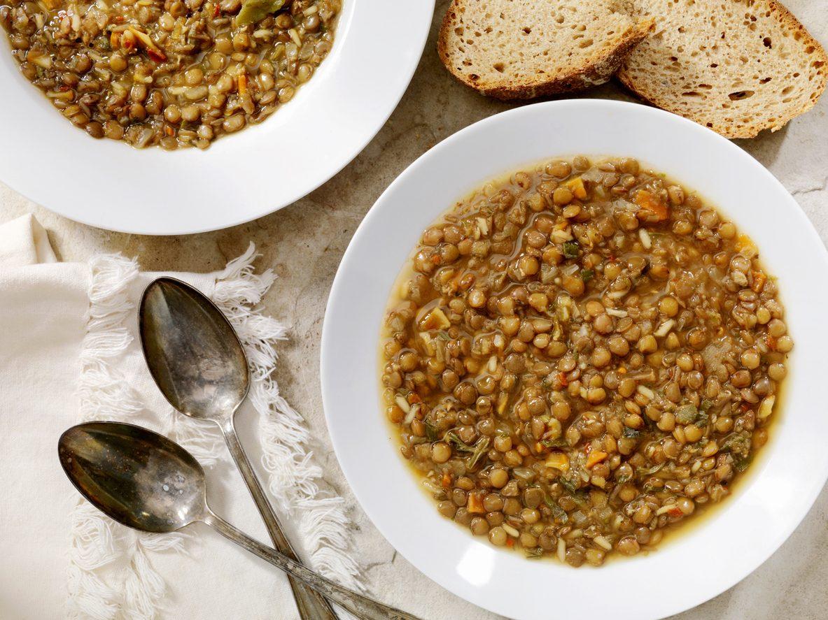 Lenticchie allo zenzero: la ricetta del contorno facile e speziato