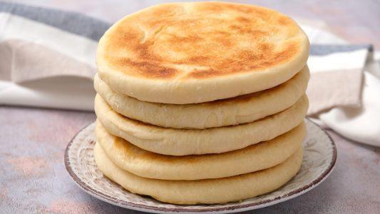 Pane in padella: la ricetta del pane semplice e veloce senza lievito