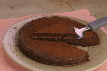 Torta 3 ingredienti al cioccolato: la ricetta del dolce velocissimo e goloso
