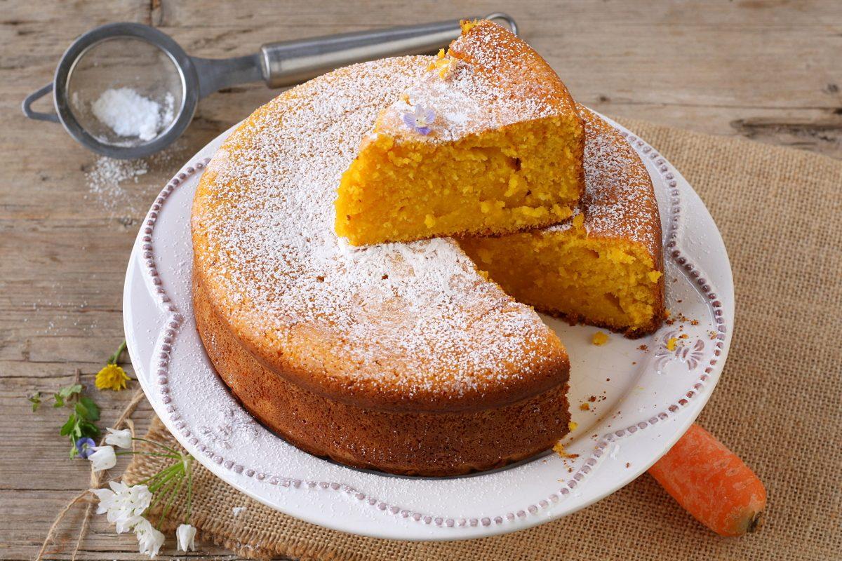 Torta di carote e yogurt: la ricetta della torta sofficissima ideale per la colazione