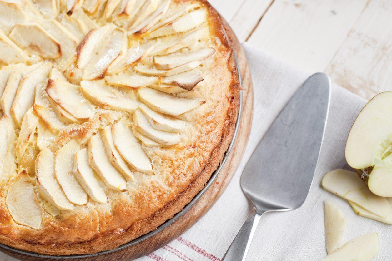 Torta di mele senza lievito: la ricetta del dolce soffice e facile da preparare