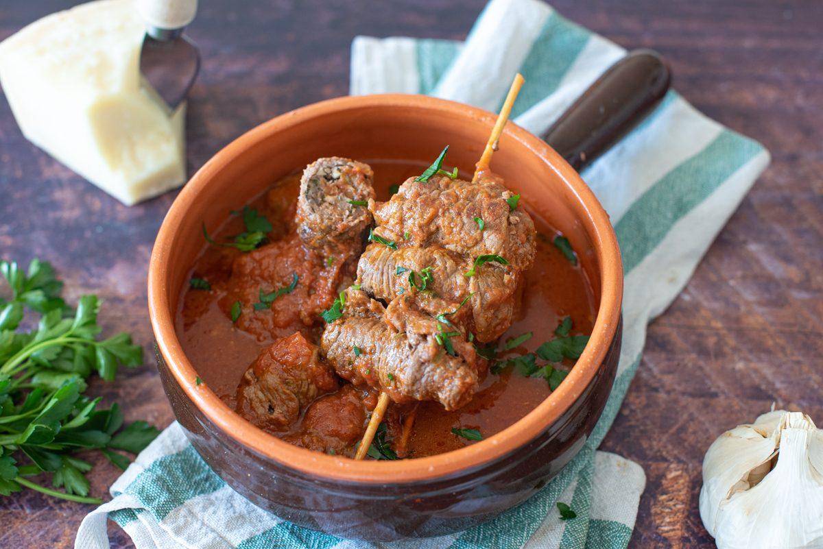 Braciole pugliesi: la ricetta degli involtini di carne al sugo tradizionali