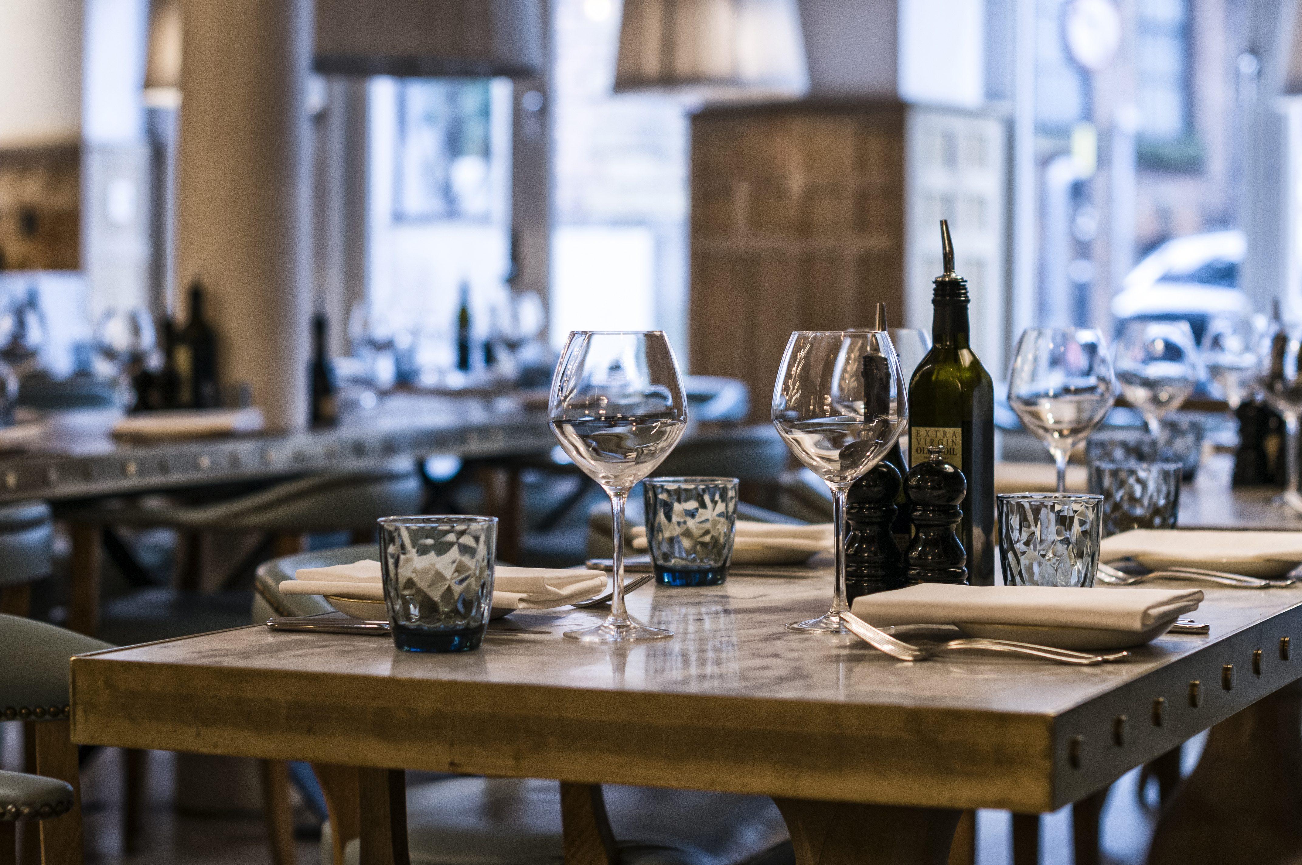 Coronavirus, le novità del decreto: limitazioni per ristoranti, bar e pub