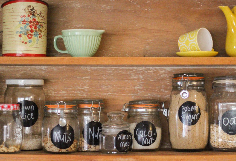 Come sistemare il cibo nella dispensa per conservarlo a lungo