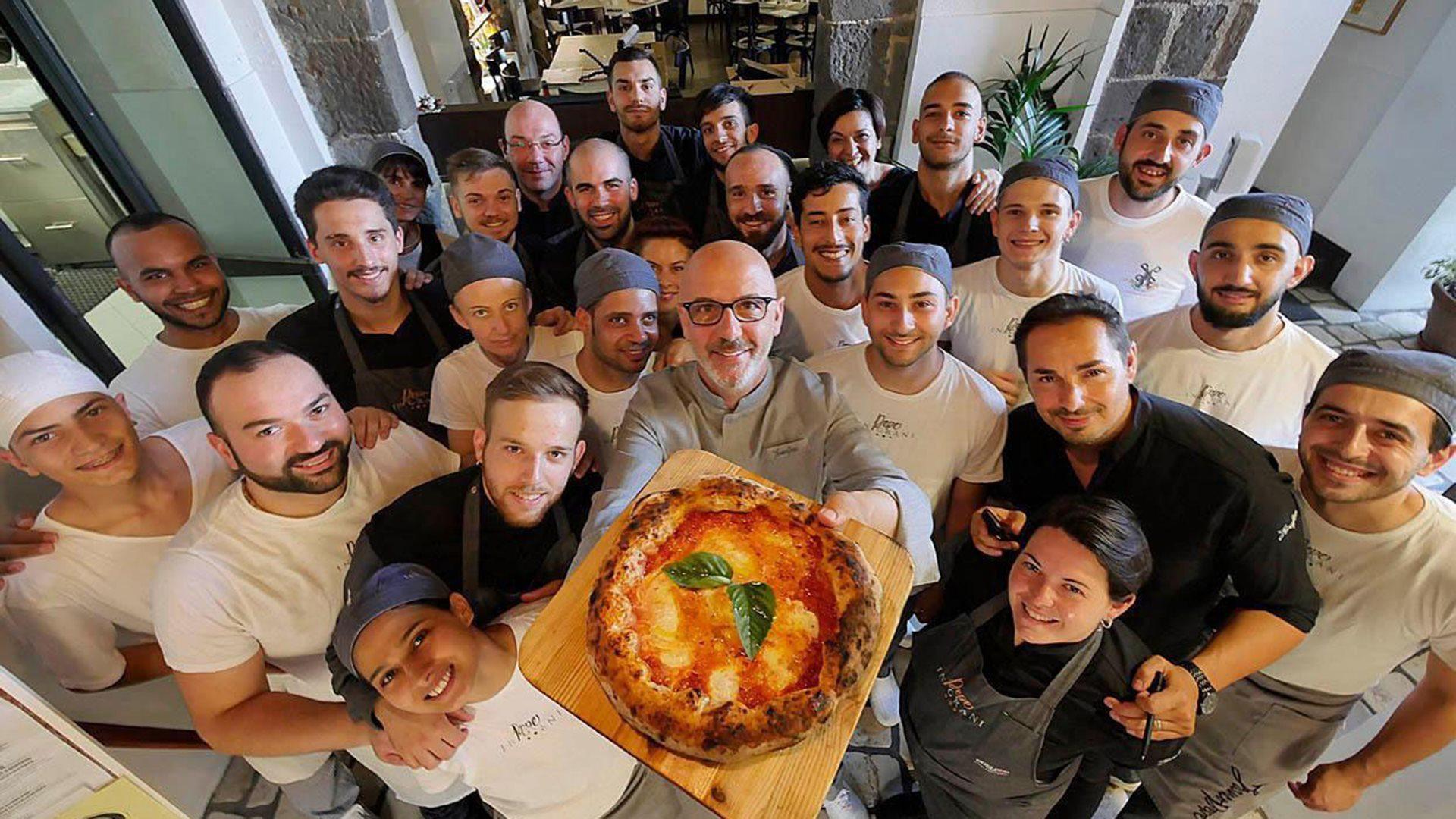 Coronavirus, il pizzaiolo Franco Pepe fa il pane per anziani e senzatetto