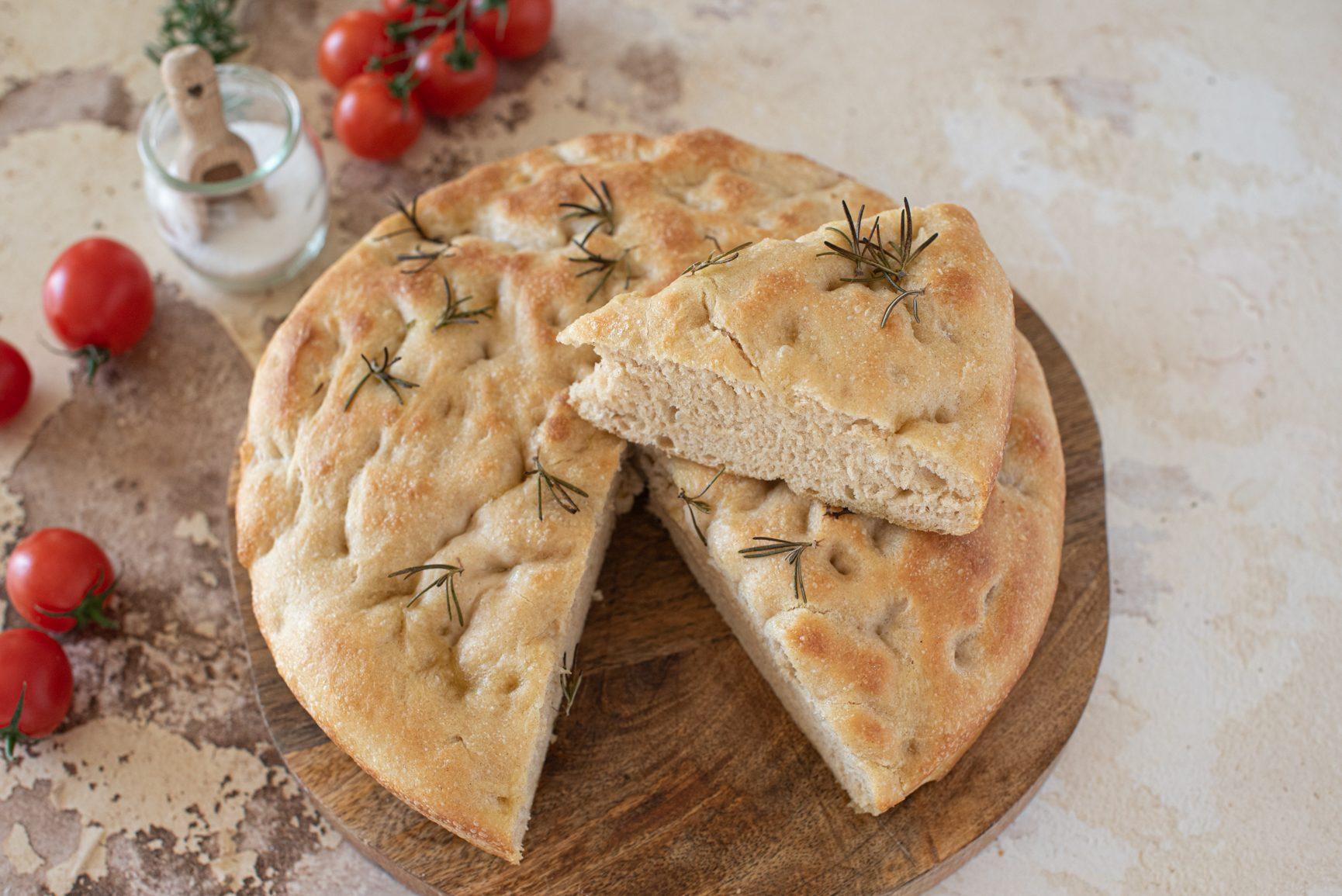 Pan focaccia: la ricetta della focaccia alta e super soffice da fare a casa