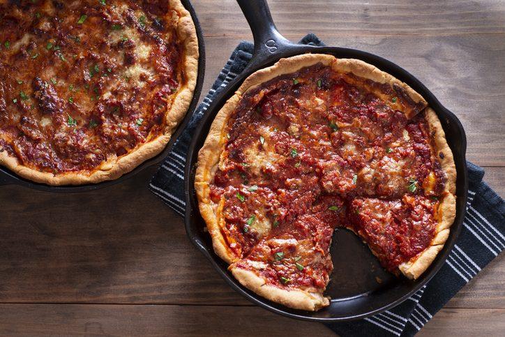 Pizza al tegamino: la ricetta originale, i consigli e gli ingredienti