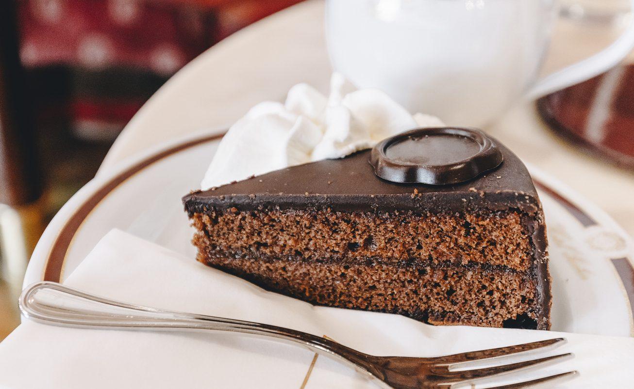 Torta Sacher: la storia della torta più golosa che esista